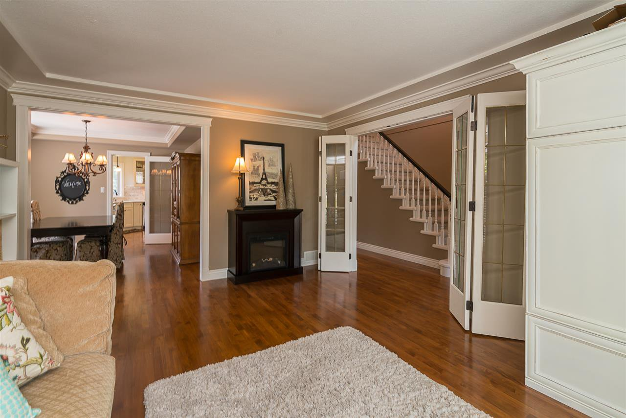 "Photo 3: Photos: 35903 SUNDEW Place in Abbotsford: Abbotsford East House for sale in ""Mountain Village"" : MLS®# R2182970"