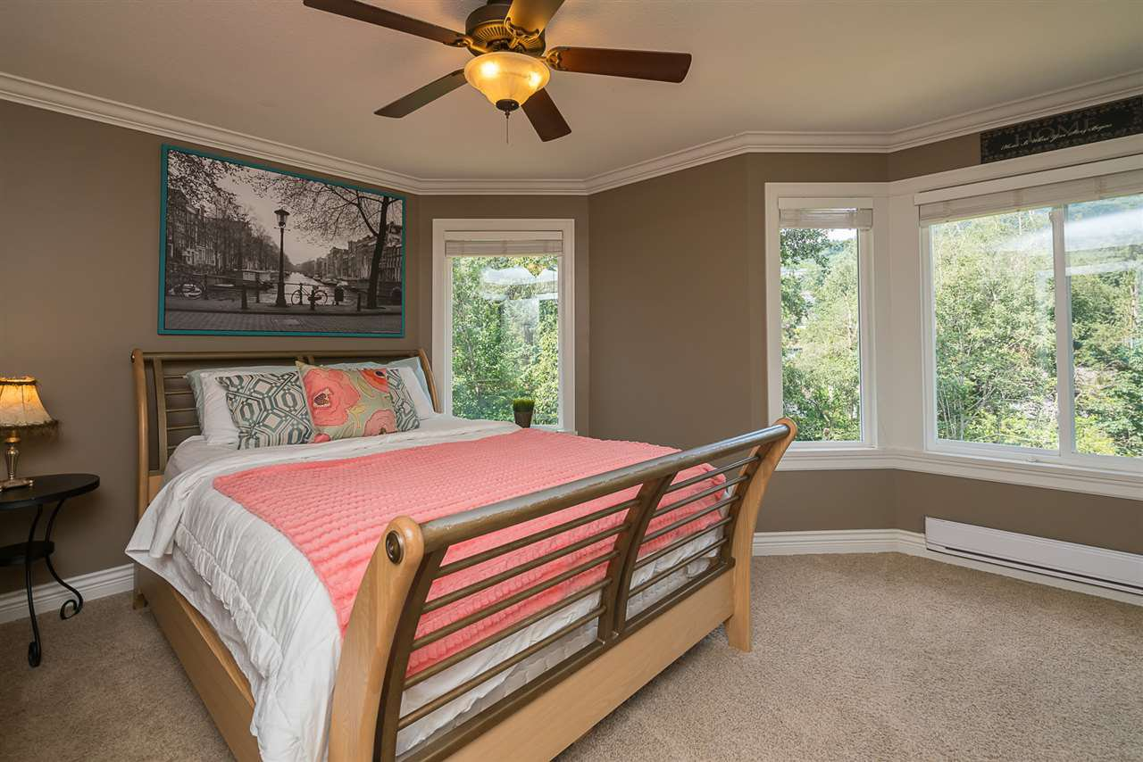 "Photo 10: Photos: 35903 SUNDEW Place in Abbotsford: Abbotsford East House for sale in ""Mountain Village"" : MLS®# R2182970"