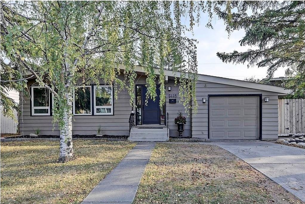 Main Photo: 5448 LA SALLE Crescent SW in Calgary: Lakeview House for sale : MLS®# C4136427