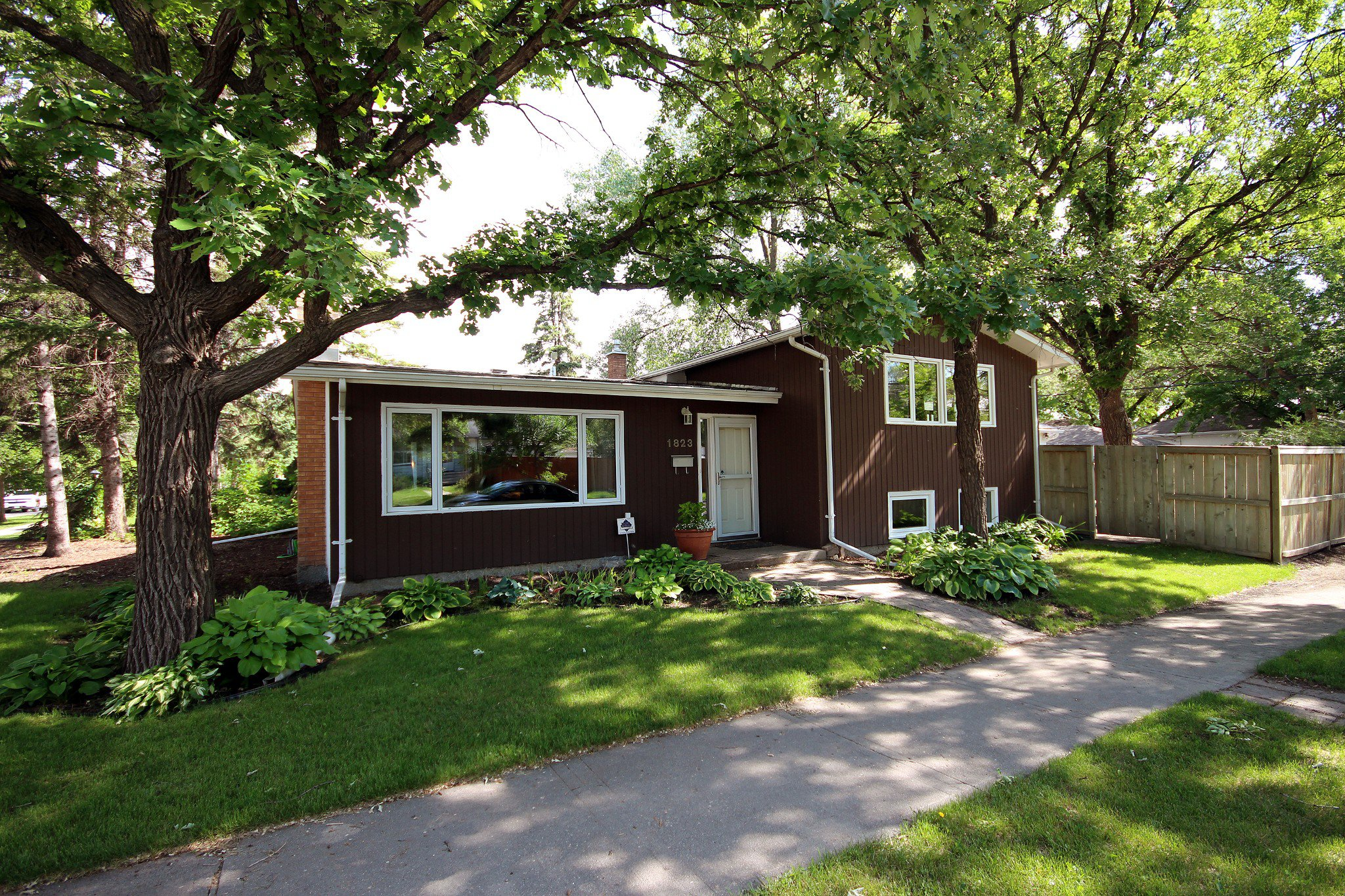 Main Photo: 1823 Mathers Avenue in Winnipeg: River Heights Residential for sale (1D)  : MLS®# 1816557