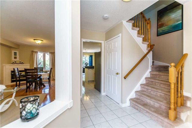 Photo 2: Photos: 40 Wells Crescent in Whitby: Brooklin House (2-Storey) for sale : MLS®# E4187338