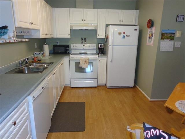 "Photo 3: Photos: 410 15895 84 Avenue in Surrey: Fleetwood Tynehead Condo for sale in ""ABBY ROAD"" : MLS®# R2322665"