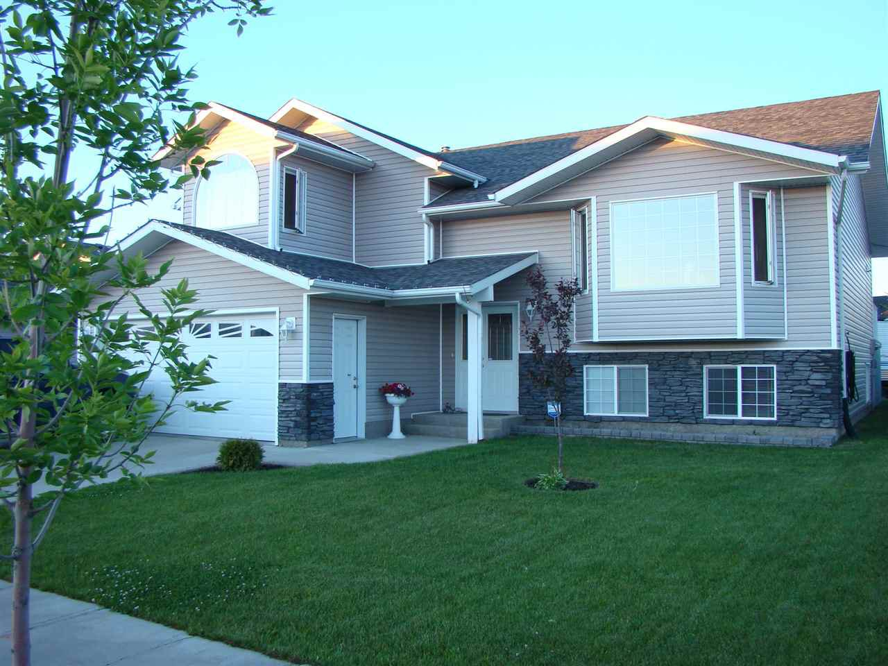 Main Photo: 10207 110 Avenue: Westlock House for sale : MLS®# E4140115