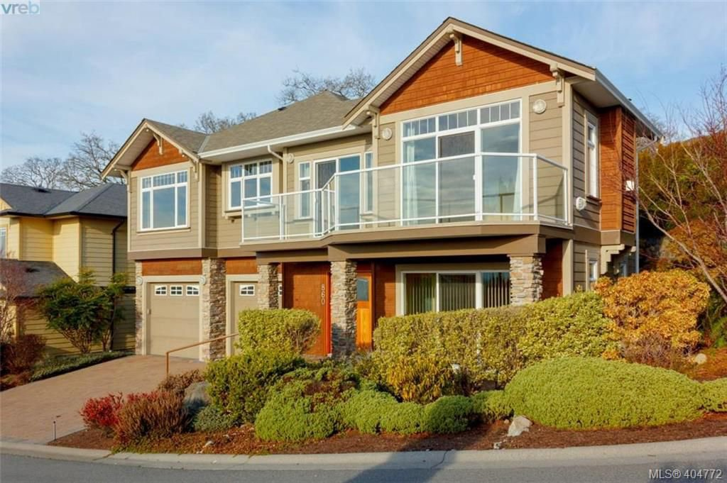 Main Photo: 860 Rainbow Cres in VICTORIA: SE High Quadra Single Family Detached for sale (Saanich East)  : MLS®# 804303