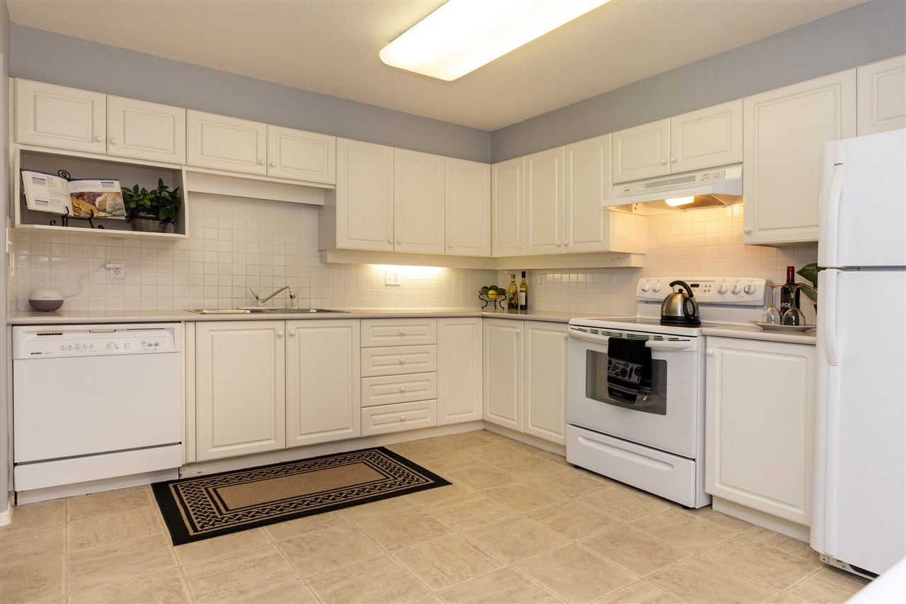 """Photo 2: Photos: 105 33731 MARSHALL Road in Abbotsford: Central Abbotsford Condo for sale in """"Stephanie Place"""" : MLS®# R2381091"""