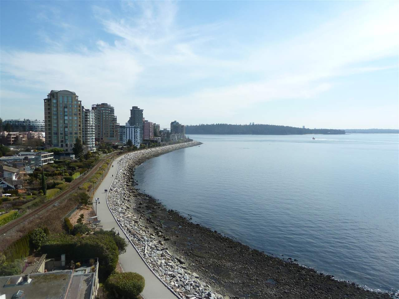 Photo 2: Photos: 905 150 24TH Street in West Vancouver: Dundarave Condo for sale : MLS®# R2427493