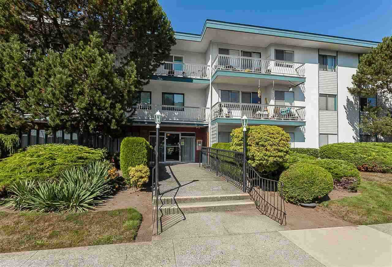"Main Photo: 213 17707 57A Avenue in Surrey: Cloverdale BC Condo for sale in ""Frances Manor"" (Cloverdale)  : MLS®# R2440111"