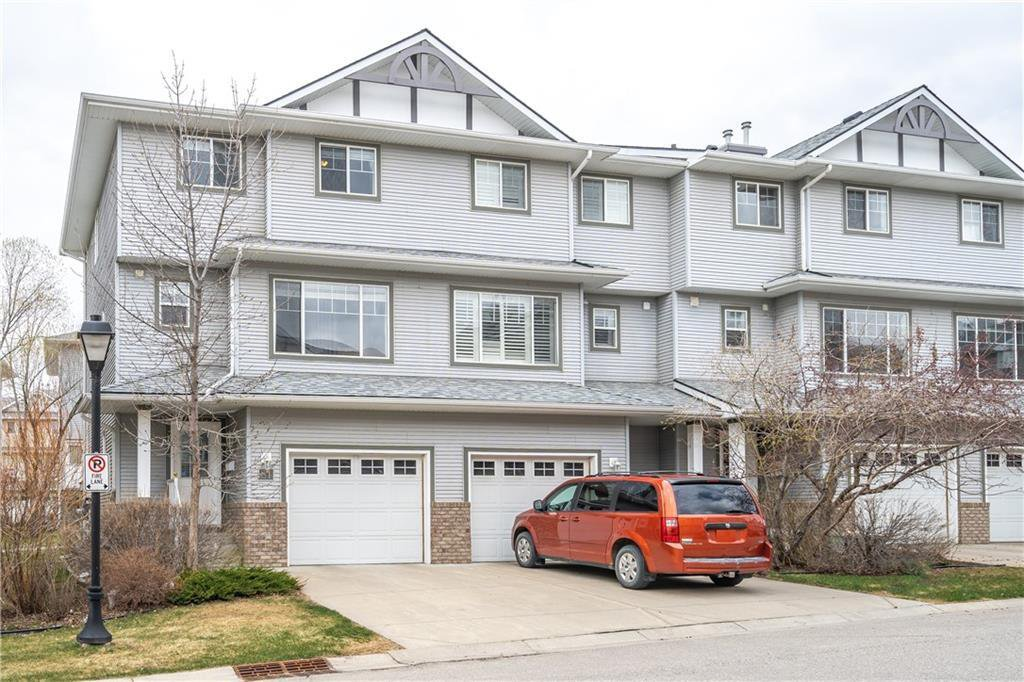 Main Photo: 81 CRYSTAL SHORES Cove: Okotoks Row/Townhouse for sale : MLS®# C4296195