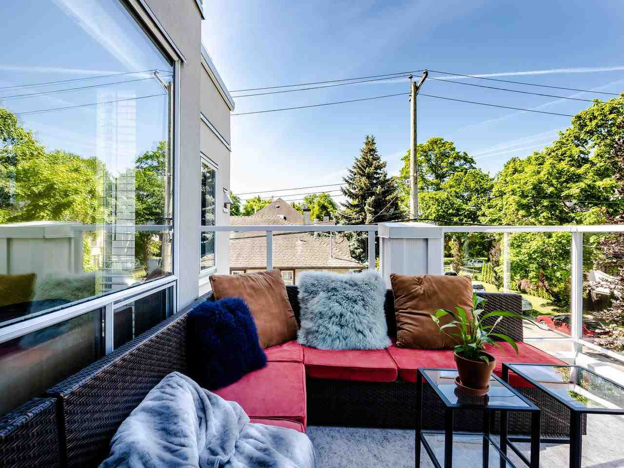 """Photo 3: Photos: 303 2288 W 12TH Avenue in Vancouver: Kitsilano Condo for sale in """"Connaught Point"""" (Vancouver West)  : MLS®# R2494985"""