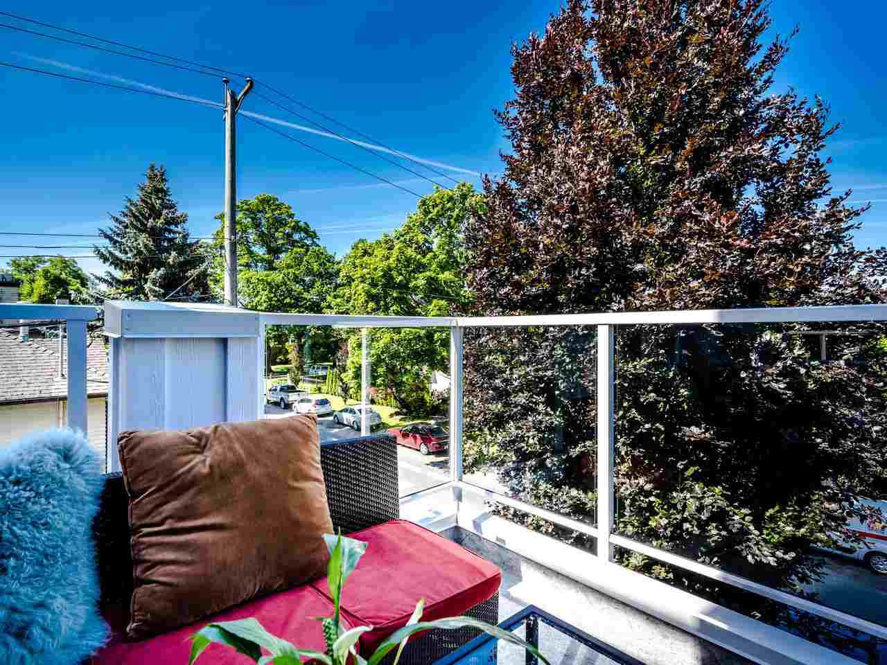 """Photo 2: Photos: 303 2288 W 12TH Avenue in Vancouver: Kitsilano Condo for sale in """"Connaught Point"""" (Vancouver West)  : MLS®# R2494985"""