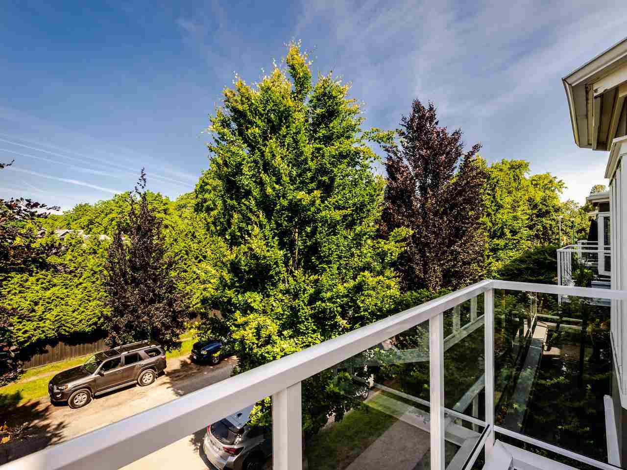 """Photo 5: Photos: 303 2288 W 12TH Avenue in Vancouver: Kitsilano Condo for sale in """"Connaught Point"""" (Vancouver West)  : MLS®# R2494985"""