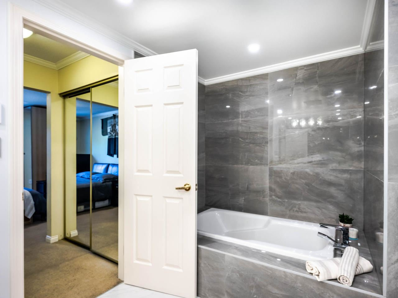 """Photo 27: Photos: 303 2288 W 12TH Avenue in Vancouver: Kitsilano Condo for sale in """"Connaught Point"""" (Vancouver West)  : MLS®# R2494985"""