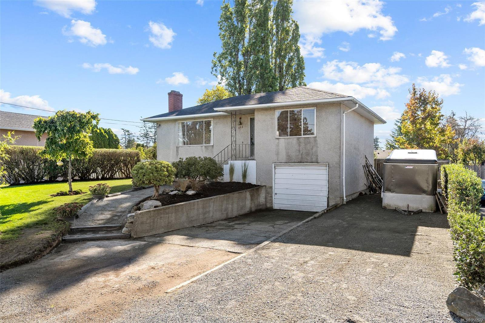 Main Photo: 595 Tait St in : SW Marigold House for sale (Saanich West)  : MLS®# 856577