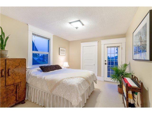 """Photo 11: Photos: 1233 VICTORIA Drive in Vancouver: House for sale in """"COMMERCIAL DRIVE"""" (Vancouver East)  : MLS®# V1065231"""