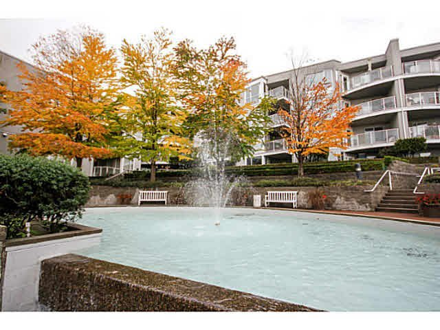 "Main Photo: 205 8420 JELLICOE Street in Vancouver: Fraserview VE Condo for sale in ""BOARDWALK"" (Vancouver East)  : MLS®# V1090998"