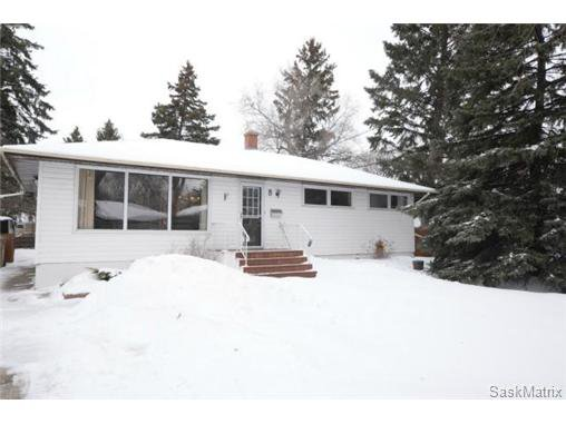 Main Photo: 8 FALCON Bay in Regina: Whitmore Park Single Family Dwelling for sale (Regina Area 05)  : MLS®# 524382