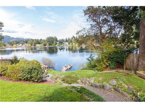 Main Photo: 948 Page Ave in VICTORIA: La Glen Lake House for sale (Langford)  : MLS®# 696682