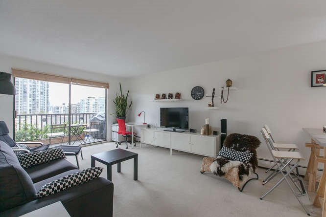 "Main Photo: 205 131 W 4TH Street in North Vancouver: Lower Lonsdale Condo for sale in ""Nottingham Place"" : MLS®# R2003888"