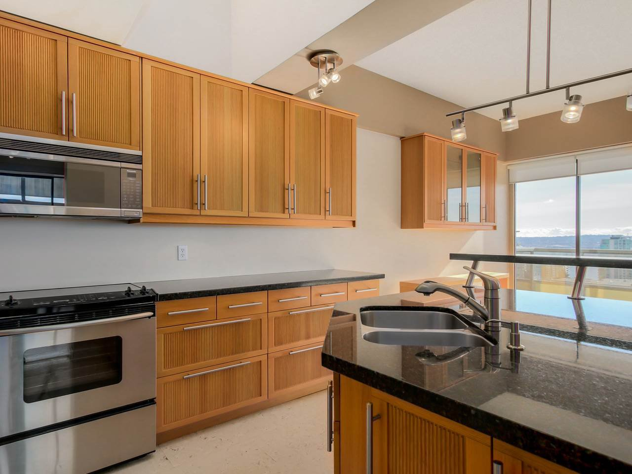 "Photo 6: Photos: 801 505 LONSDALE Avenue in North Vancouver: Lower Lonsdale Condo for sale in ""La Premiere"" : MLS®# R2047906"
