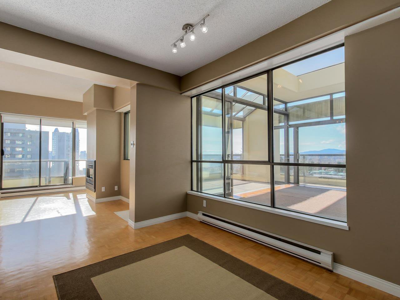 "Photo 7: Photos: 801 505 LONSDALE Avenue in North Vancouver: Lower Lonsdale Condo for sale in ""La Premiere"" : MLS®# R2047906"