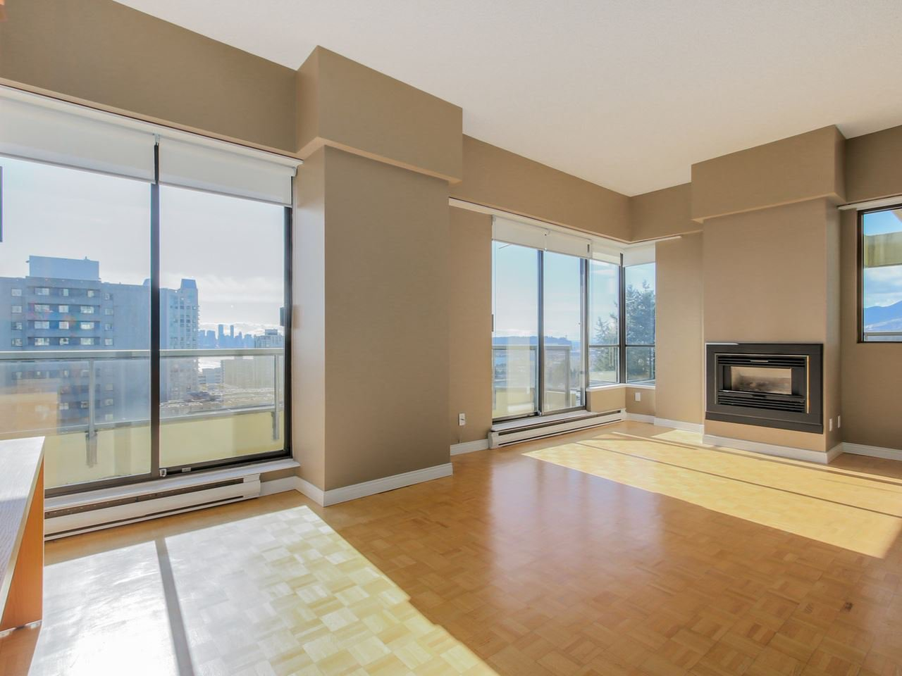 "Photo 2: Photos: 801 505 LONSDALE Avenue in North Vancouver: Lower Lonsdale Condo for sale in ""La Premiere"" : MLS®# R2047906"