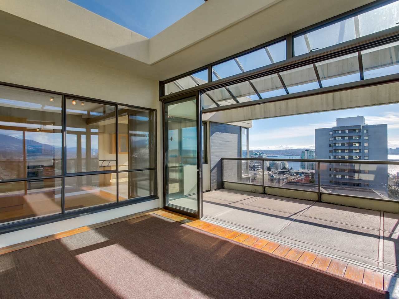 "Photo 9: Photos: 801 505 LONSDALE Avenue in North Vancouver: Lower Lonsdale Condo for sale in ""La Premiere"" : MLS®# R2047906"