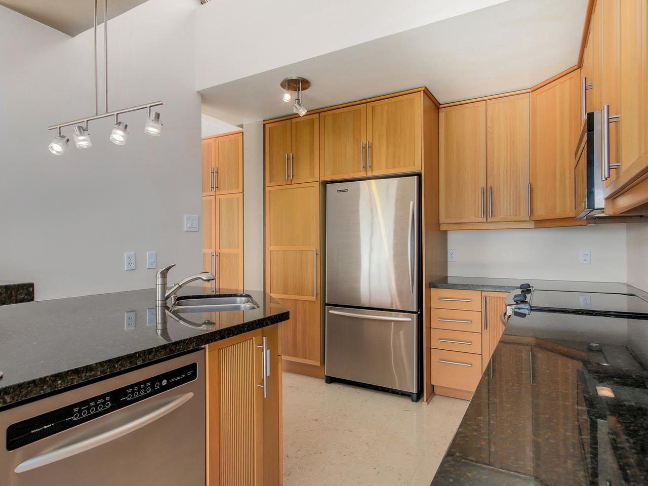 "Photo 5: Photos: 801 505 LONSDALE Avenue in North Vancouver: Lower Lonsdale Condo for sale in ""La Premiere"" : MLS®# R2047906"