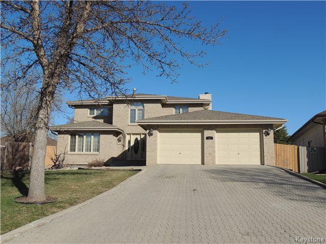 Main Photo: 23 Oakstone Place in Winnipeg: Maples / Tyndall Park Residential for sale (North West Winnipeg)  : MLS®# 1610741