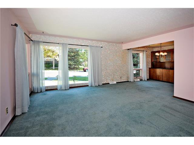 Photo 5: Photos: 4531 CLARET Street NW in Calgary: Charleswood House for sale : MLS®# C4083490