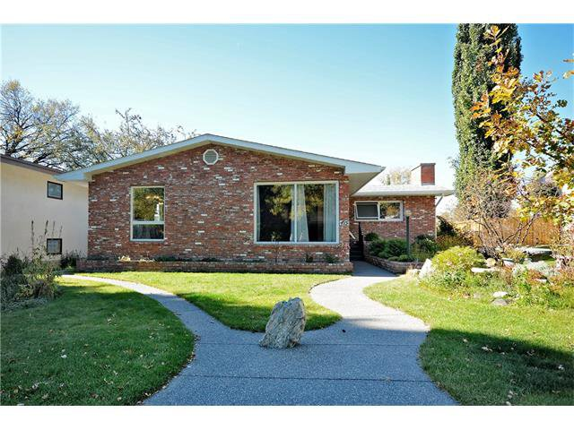 Photo 2: Photos: 4531 CLARET Street NW in Calgary: Charleswood House for sale : MLS®# C4083490