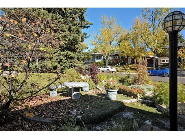 Photo 3: Photos: 4531 CLARET Street NW in Calgary: Charleswood House for sale : MLS®# C4083490
