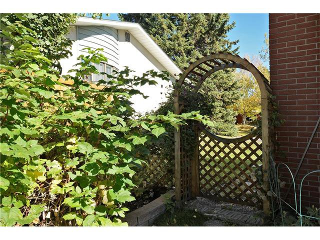 Photo 41: Photos: 4531 CLARET Street NW in Calgary: Charleswood House for sale : MLS®# C4083490