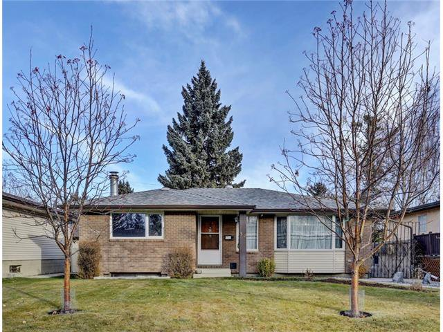 Main Photo: 32 BRAZEAU Crescent SW in Calgary: Braeside House for sale : MLS®# C4088680