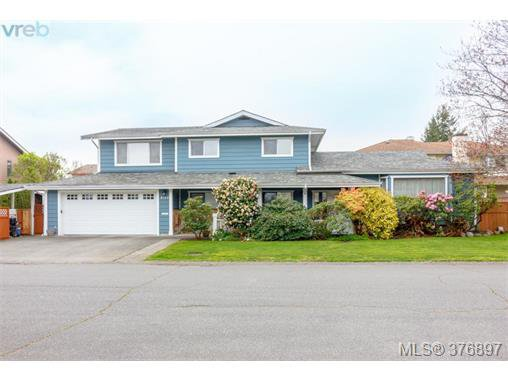 Main Photo: 4132 Mariposa Hts in VICTORIA: SW Strawberry Vale Single Family Detached for sale (Saanich West)  : MLS®# 756696