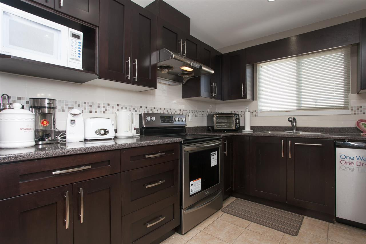 Photo 3: Photos: 15184 88 Avenue in Surrey: Bear Creek Green Timbers House 1/2 Duplex for sale : MLS®# R2165770