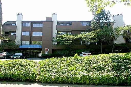 """Main Photo: 311 7295 MOFFATT Road in Richmond: Brighouse South Condo for sale in """"DORCHESTER CIRCLE"""" : MLS®# R2186422"""