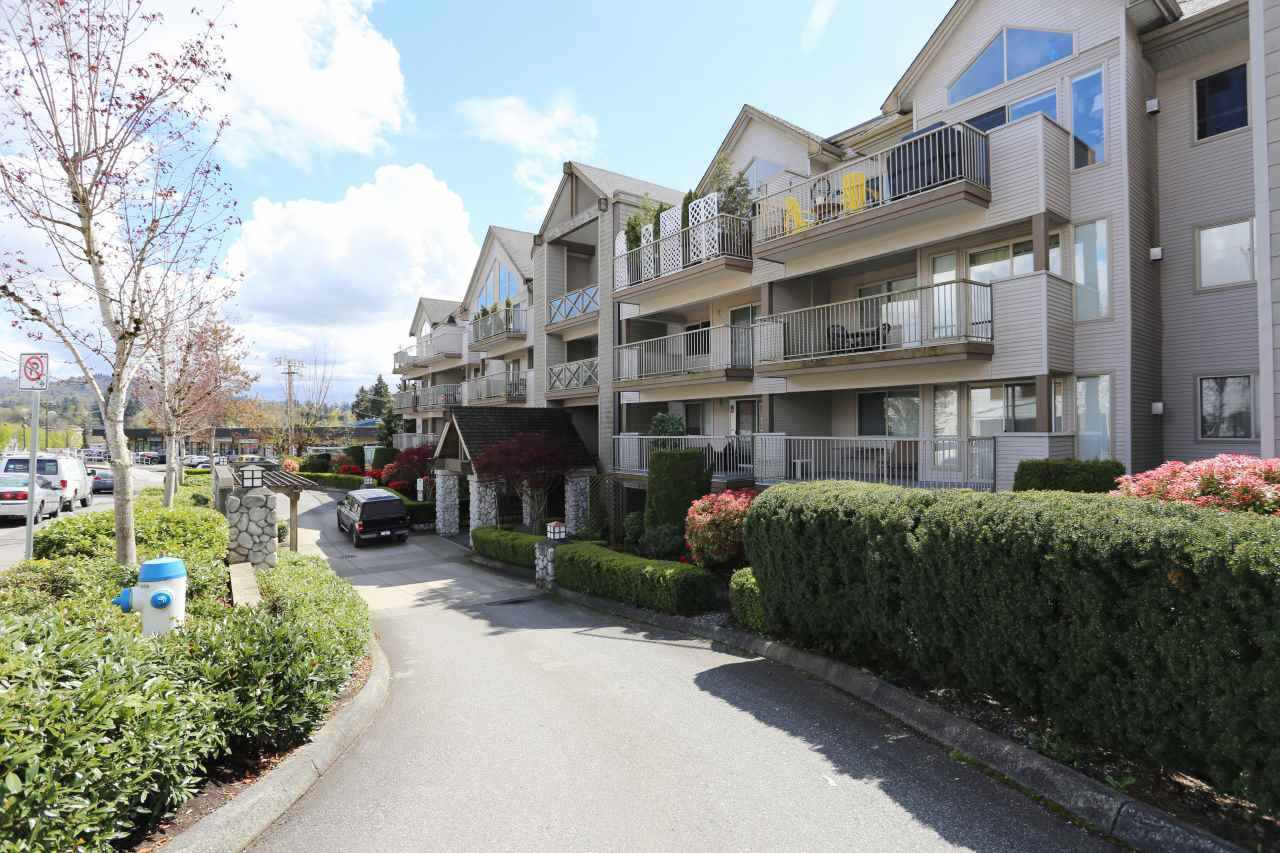 "Main Photo: 218 33478 ROBERTS Avenue in Abbotsford: Central Abbotsford Condo for sale in ""ASPEN CREEK"" : MLS®# R2204582"