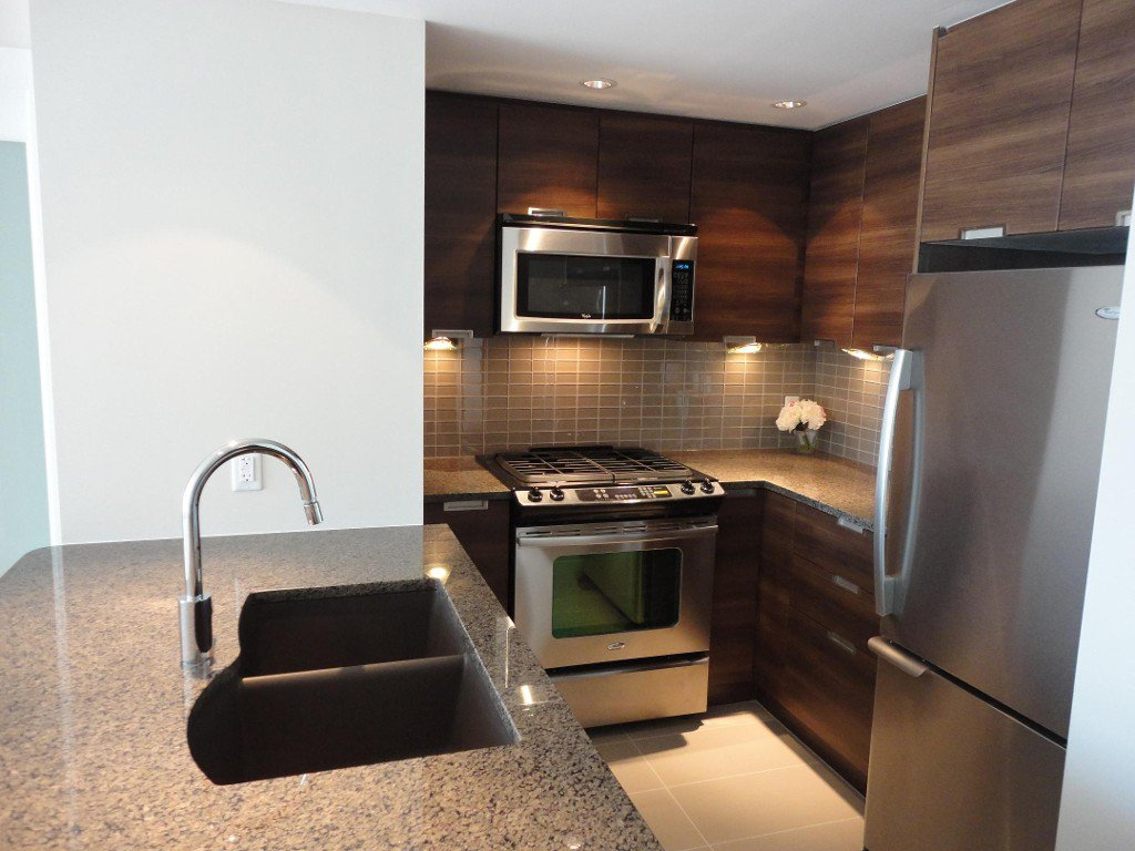 Photo 10: Photos: 1008-2968 Glen Drive in Coquitlam: Coquitlam Centre Condo for rent