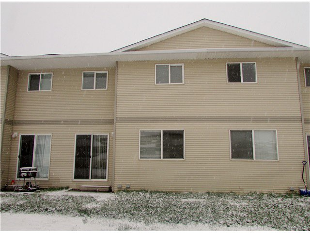 Main Photo: 204 9019 86TH Street in Fort St. John: Fort St. John - City SE Townhouse for sale (Fort St. John (Zone 60))  : MLS®# N240578