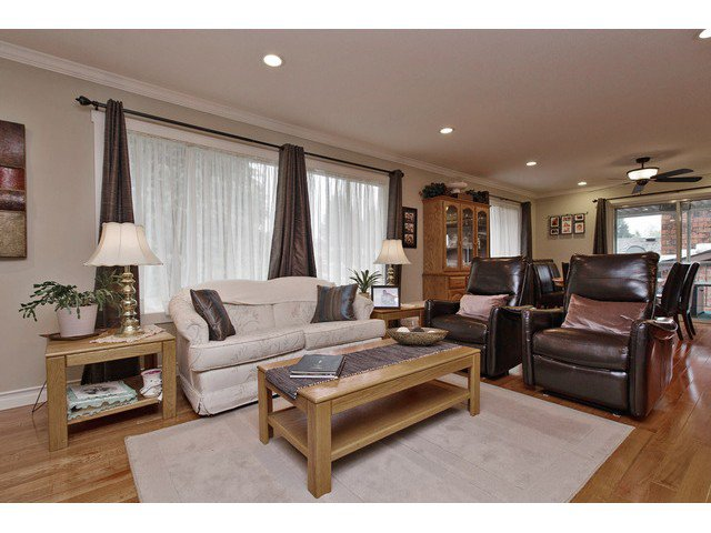 Photo 5: Photos: 2377 BEVAN Crescent in Abbotsford: Abbotsford West House for sale : MLS®# F1438355