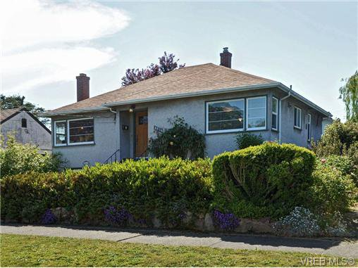 Main Photo: 2544 Shakespeare St in VICTORIA: Vi Oaklands Single Family Detached for sale (Victoria)  : MLS®# 702411