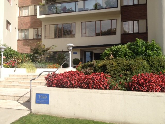 Main Photo: 102 1949 BEACH Avenue in Vancouver: West End VW Condo for sale (Vancouver West)  : MLS®# R2002204