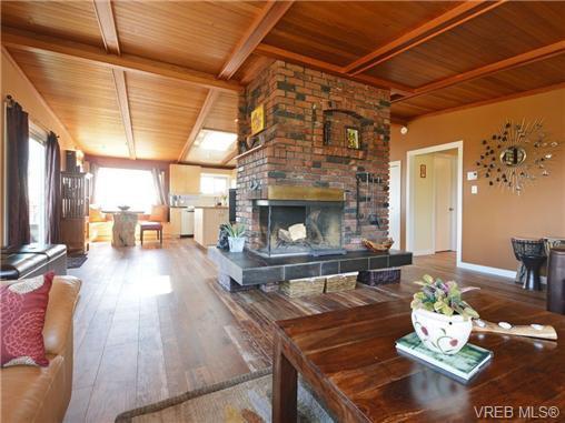Photo 3: Photos: 1416 Tovido Lane in VICTORIA: Vi Mayfair House for sale (Victoria)  : MLS®# 725047