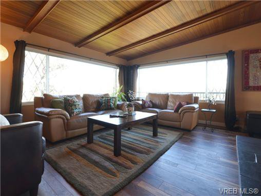 Photo 2: Photos: 1416 Tovido Lane in VICTORIA: Vi Mayfair House for sale (Victoria)  : MLS®# 725047