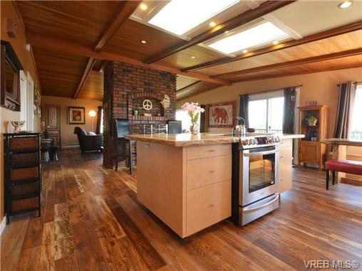 Photo 8: Photos: 1416 Tovido Lane in VICTORIA: Vi Mayfair House for sale (Victoria)  : MLS®# 725047