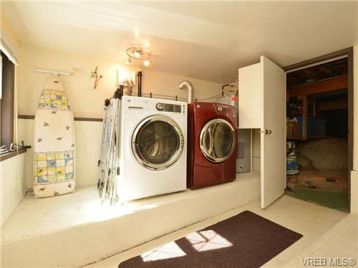 Photo 15: Photos: 1416 Tovido Lane in VICTORIA: Vi Mayfair House for sale (Victoria)  : MLS®# 725047