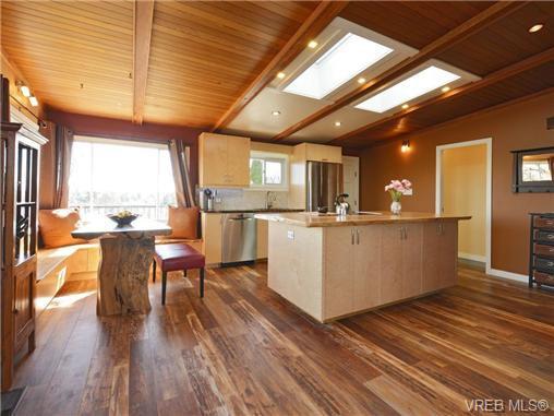 Photo 7: Photos: 1416 Tovido Lane in VICTORIA: Vi Mayfair House for sale (Victoria)  : MLS®# 725047