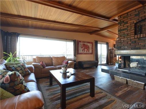 Photo 4: Photos: 1416 Tovido Lane in VICTORIA: Vi Mayfair House for sale (Victoria)  : MLS®# 725047