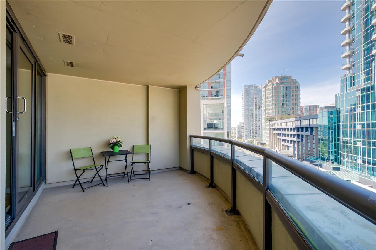 "Main Photo: 604 789 DRAKE Street in Vancouver: Downtown VW Condo for sale in ""CENTURY TOWER"" (Vancouver West)  : MLS®# R2059686"