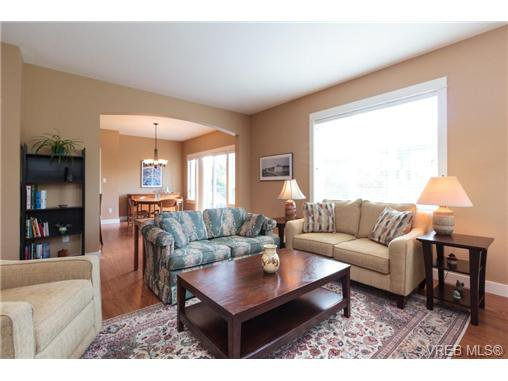 Photo 3: Photos: 4066 Copperridge Lane in VICTORIA: SW Glanford House for sale (Saanich West)  : MLS®# 732504